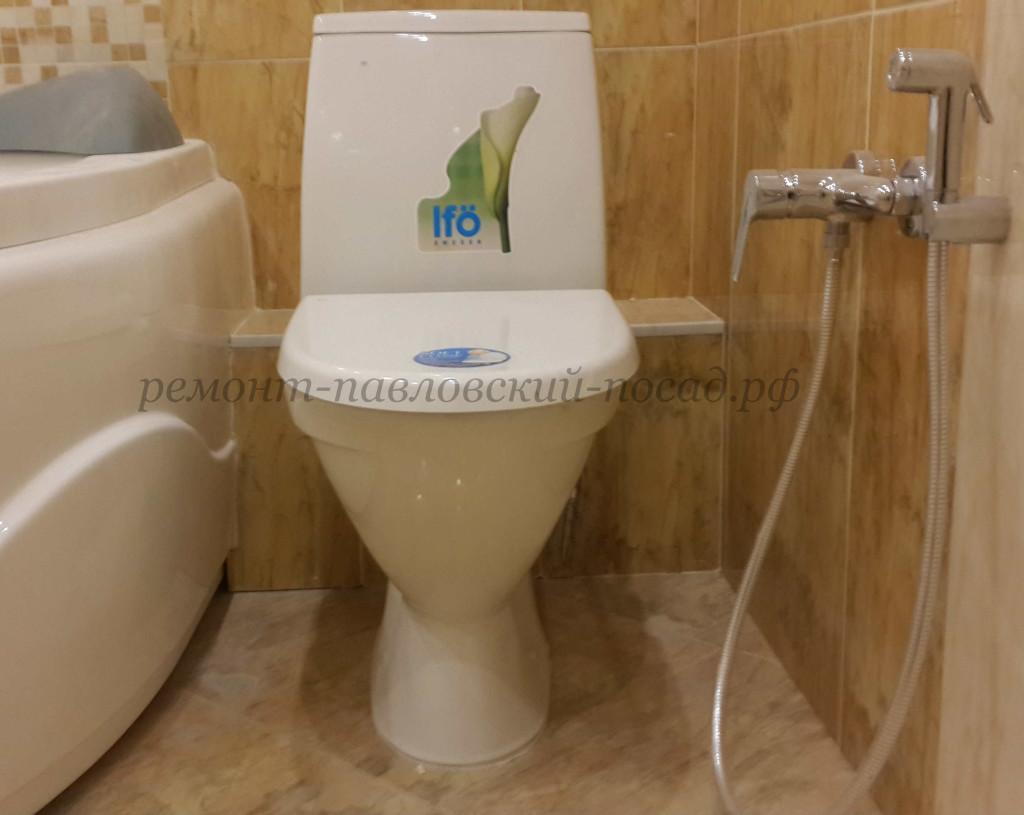 унитаз в туалете