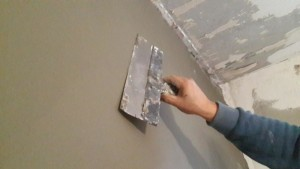 выравнивание стен шпателем