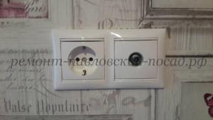 установленная электрическая розетка legrand
