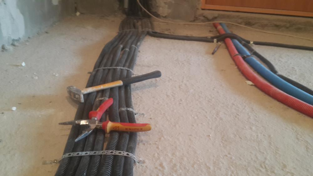 прокладка проводки по полу