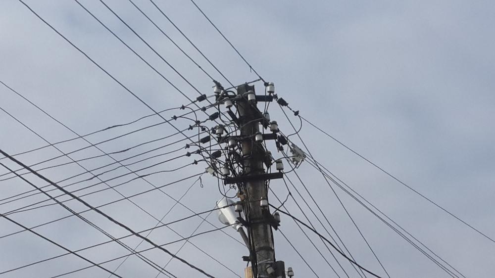 опора лэп с проводами