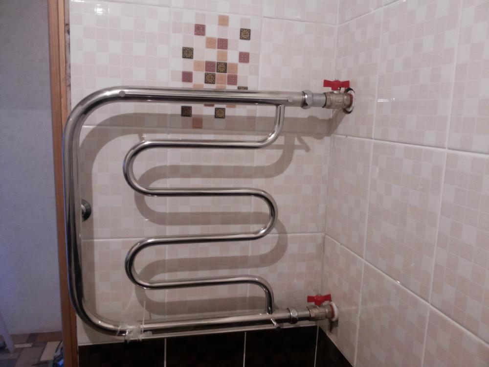 полотенце сушитель в ванной