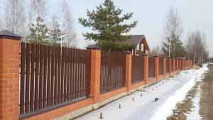 кирпичные столы с забором