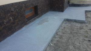 бетонная отмостка у дома