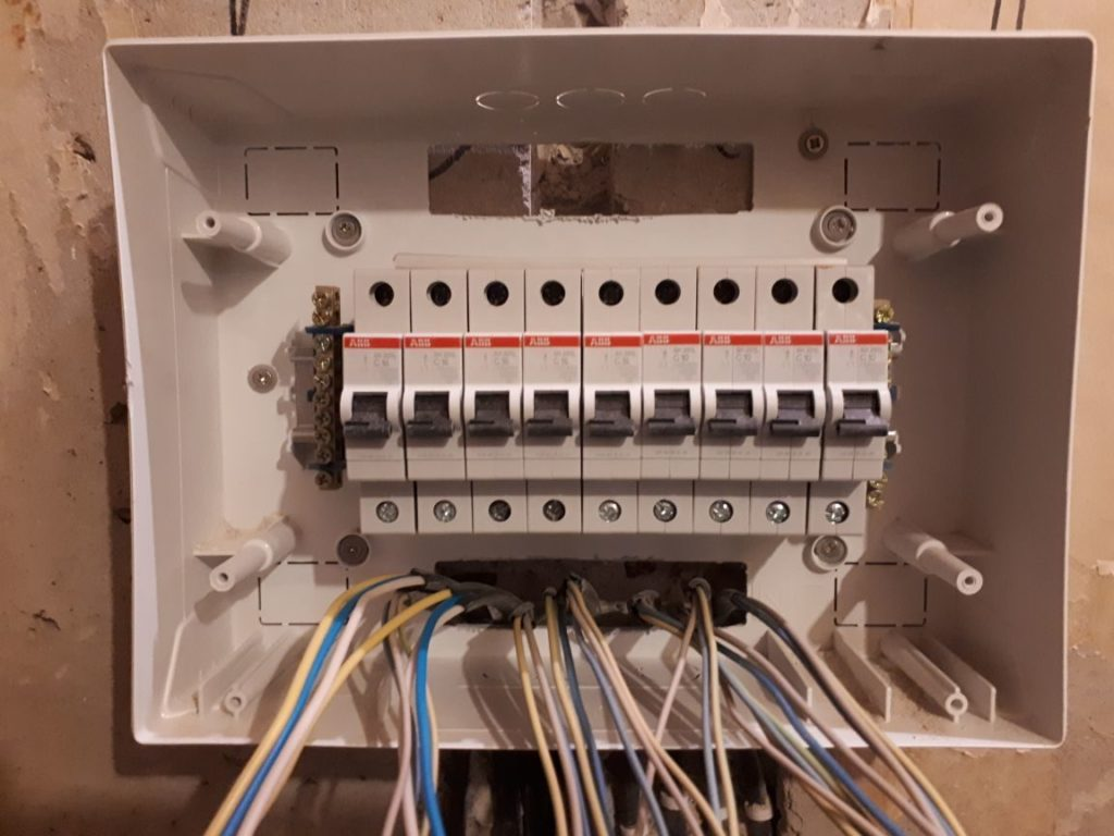 щит электрический в панельном доме