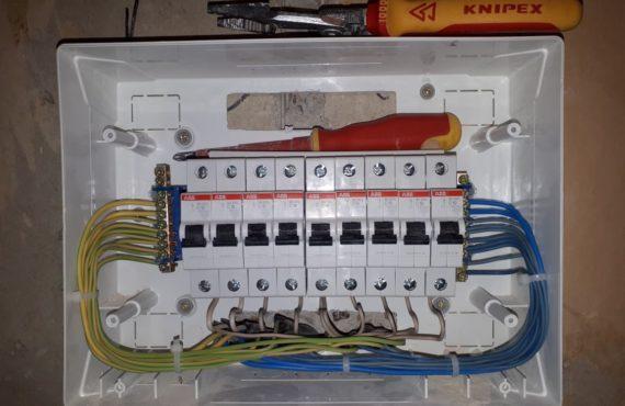 собранный электрический щиток