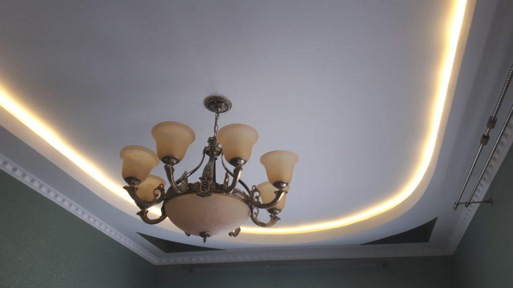монтаж люстры на потолок