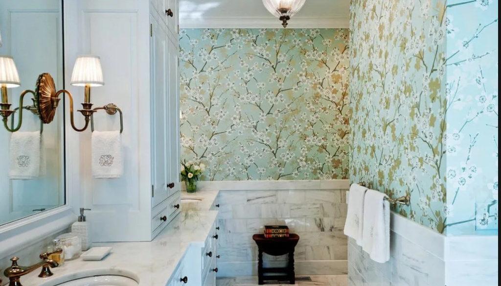 отделка обоями в ванной комнате