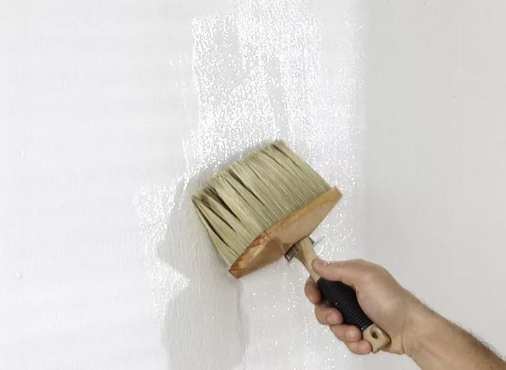 обрабатывание стен жидким стеклом