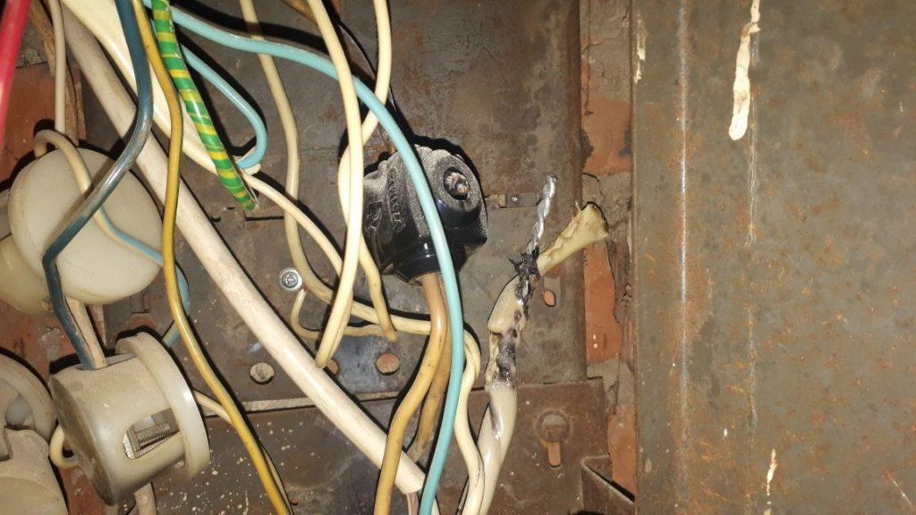 плохой контакт с оплавленными проводами