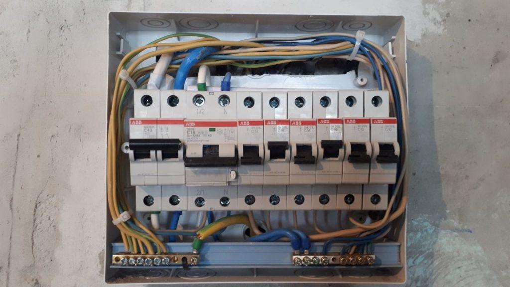 электрический щит с автоматами