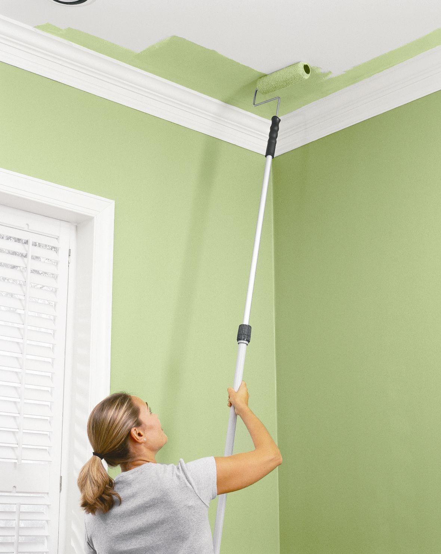 нанесение побелки на потолок