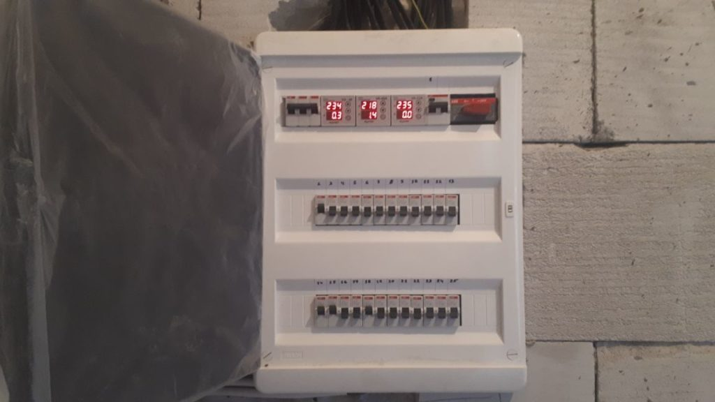 электромонтажные работы в доме из пеноблоков