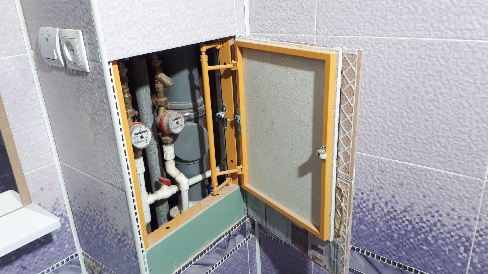 установка люка невидимки в ванной комнате
